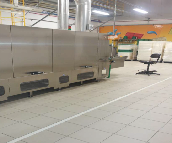 Keratec no piso da fábrica da Garoto - Nestlé no Espírito Santo.